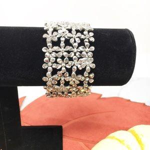 Silver tone+Rhinestone Stretch Flower Bracelet.